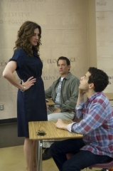 L'amore all'improvviso - (L to R): Julia Roberts 'la professoressa Mercedes Tainot', Tom Hanks 'Larry Crowne' e Rami Malek 'Steve Dibiasi' in una foto di scena - L'amore all'improvviso