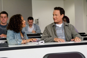 L'amore all'improvviso - Gugu Mbatha-Raw 'Talia' con Tom Hanks 'Larry Crowne' in una foto di scena - L'amore all'improvviso