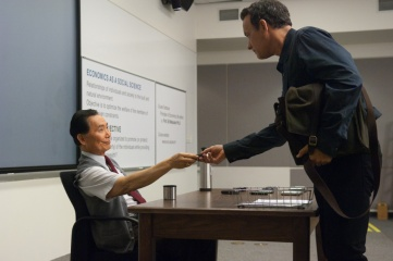 L'amore all'improvviso - (L to R): George Takei 'Dott. Matsutani' e Tom Hanks 'Larry Crowne' in una foto di scena - L'amore all'improvviso