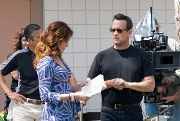 L'amore all'improvviso - Julia Roberts 'la professoressa Mercedes Tainot' col regista Tom Hanks 'Larry Crowne' sul set - L'amore all'improvviso