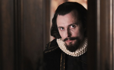 Anonymous - Edward Hogg 'Robert Cecil' in una foto di scena - Photo: Reiner Bajo.