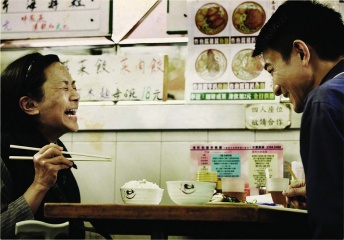 A Simple Life - Deannie Yip 'Ah Tao' con Andy Lau 'Roger' in una foto di scena - A Simple Life