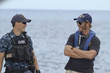 Battleship - (L to R): Taylor Kitsch 'Alex Hopper' col regista Peter Berg sul set - Battleship