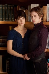 The Twilight Saga: Breaking Dawn-Parte 2 - Ashley Greene 'Alice Cullen' con Jackson Rathbone 'Jasper Hale' in una foto di scena - The Twilight Saga: Breaking Dawn - Parte 2