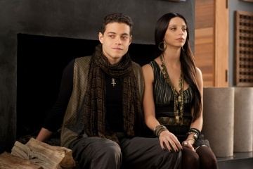 The Twilight Saga: Breaking Dawn-Parte 2 - Rami Malek 'Benjamin' con Angela Sarafyan 'Tia' in una foto di scena - The Twilight Saga: Breaking Dawn - Parte 2