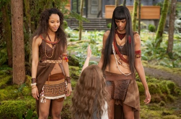 The Twilight Saga: Breaking Dawn-Parte 2 - (L to R): Tracey Heggins 'Senna', Mackenzie Foy 'Renesmee' (di spalle) e Judith Shekoni 'Zafrina' in una foto di scena - The Twilight Saga: Breaking Dawn - Parte 2