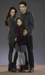 The Twilight Saga: Breaking Dawn-Parte 2 - (L to R): Kristen Stewart 'Bella Cullen', Mackenzie Foy 'Renesmee' e Robert Pattinson 'Edward Cullen' in una foto promozionale - The Twilight Saga: Breaking Dawn - Parte 2