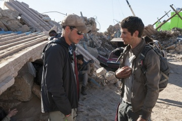 Maze Runner-La fuga - (L to R): il regista Wes Ball con Dylan O'Brien 'Thomas' sul set - Maze Runner - La fuga