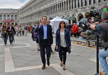 Inferno - Tom Hanks 'Robert Langdon' con Felicity Jones 'Dr. Sienna Brooks' sul set - Inferno