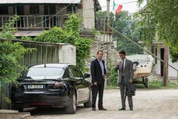 Inferno - (L to R): Tom Hanks 'Robert Langdon' e Irrfan Khan 'Harry Sims (The Provost)' in una foto di scena - Inferno