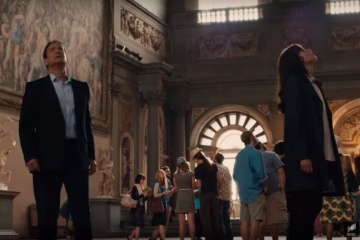 Inferno - Tom Hanks 'Robert Langdon' con Felicity Jones 'Dr. Sienna Brooks' in una foto di scena - Inferno