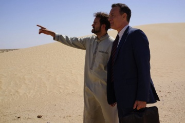 Aspettando il re - (L to R): Alexander Black 'Yousef' e Tom Hanks 'Alan Clay' in una foto di scena - Aspettando il re