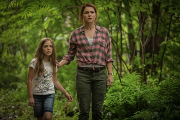 Pet Sematary - (L to R): Jeté Laurence 'Ellie Creed' e Amy Seimetz 'Rachel Creed' in una foto di scena - Pet Sematary