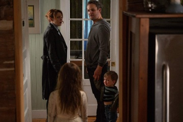 Pet Sematary - (L to R): Amy Seimetz 'Rachel Creed', Jeté Laurence 'Ellie Creed' (di spalle), Jason Clarke 'Louis Creed' e il piccolo Hugo Lavoie 'Gage Creed' in una foto di scena - Pet Sematary