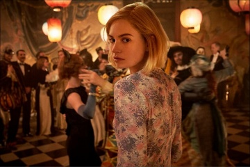 Rebecca - Lily James 'Mrs. de Winter' in una foto di scena - Rebecca