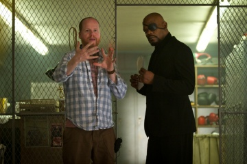 The Avengers - Il regista Joss Whedon con Samuel L. Jackson 'Nick Fury' sul set - Photo Credit: Zade Rosenthal.
