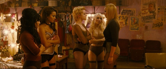 Sucker Punch - (L to R): Vanessa Hudgens 'Blondie', Jamie Chung 'Amber', Jena Malone 'Rocket', Emily Browning 'Babydoll' e Abbie Cornish 'Sweet Pea' in una foto di scena.