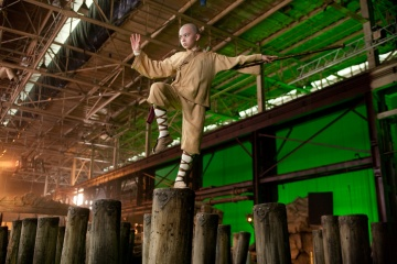 The Last Airbender - Noah Ringer (Aang) sul set - Photo Credit: Zade Rosenthal.