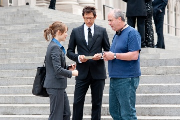 MORNING GLORY - (L to R): Rachel McAdams 'Becky Fuller', Jeff Goldblum 'Jerry Barnes' ed il regista Roger Michell sul set - Photography by: Macall Polay.