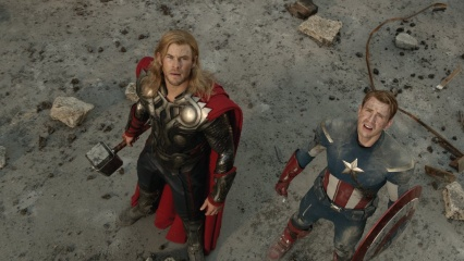 The Avengers - (L to R): Chris Hemsworth 'Thor' e Chris Evans 'Steve Rogers/Captain America' in una foto d scena - Photo Credit: Zade Rosenthal.