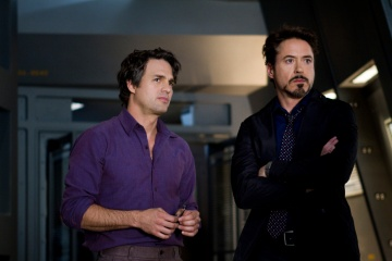 The Avengers - (L to R): Mark Ruffalo 'Bruce Banner/Hulk' e Robert Downey Jr. 'Tony Stark/Iron Man' in una foto di scena - Photo Credit: Zade Rosenthal.