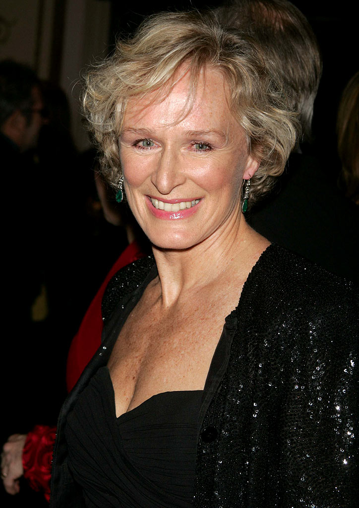 A Close Up Of A 14 Year Old Boy Covered In Snow Stock: Attrice Glenn Close (Foto 1