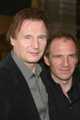 Liam Neeson e Ralph Fiennes - After.Life
