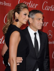 George Clooney e Stacy Keibler 2012 1 - Home