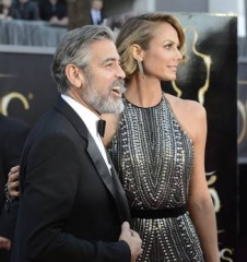 George Clooney e Stacy Keibler 2013 1 - Home