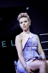 Ghost in the Shell - Scarlett Johansson 'Maggiore' a Tokyo durante il Tabloid 'Ghost in the Shell Fan Event' del 13 novembre 2016 - Cavalli