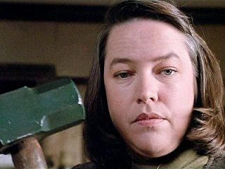 Kathy Bates è Anne Wilkies in <i>Misery non deve morire</i> (1990) - Home