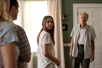 Il corriere-The Mule - (L to R): Taissa Farmiga 'Ginny' (al centro) con Clint Eastwood 'Earl Stone' in una foto di scena - Il corriere - The Mule