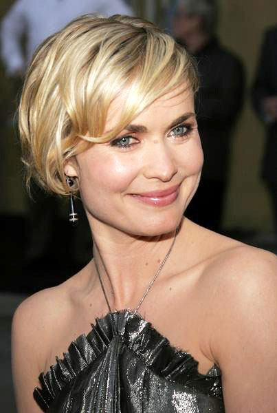 very short haircut styles ritratti in celluloide attrice radha mitchell foto 2 2830 | Radha%20Mitchell%202012%203 602 L